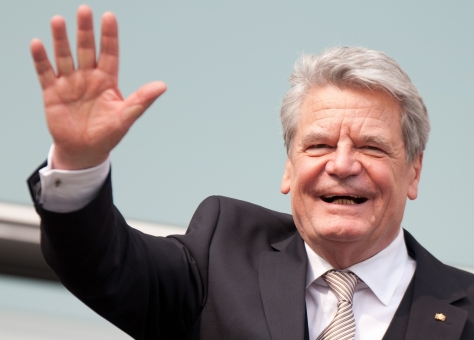 Presidential candidate Joachim Gauck waves from a balcony of the Reichstag in Berlin, Germany, 18 March 2012. Gauck will become the 11th German President. The Federal Assembly elected the former GDR civil rights advocate with a large majority of votes. The 72 year old received 991 of 1228 valid votes. Photo: SEBASTIAN KAHNERT